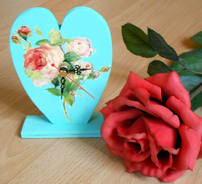table clock romantic rose