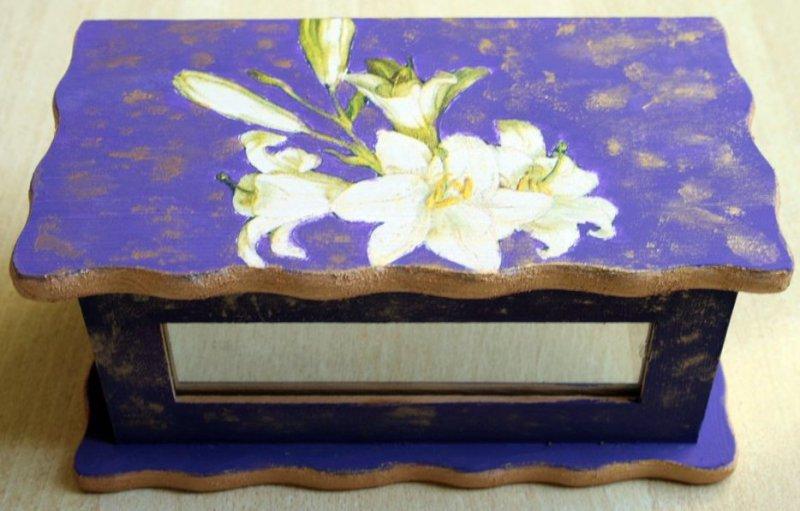 elegant jewelery case white lily