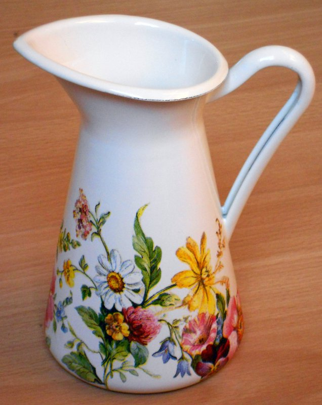 romantic emaille vase summer flowers