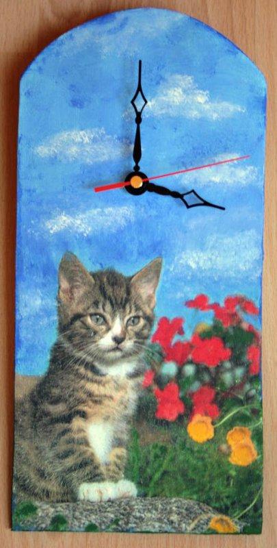 wunderschöne Wanduhr - Katze in Wiese