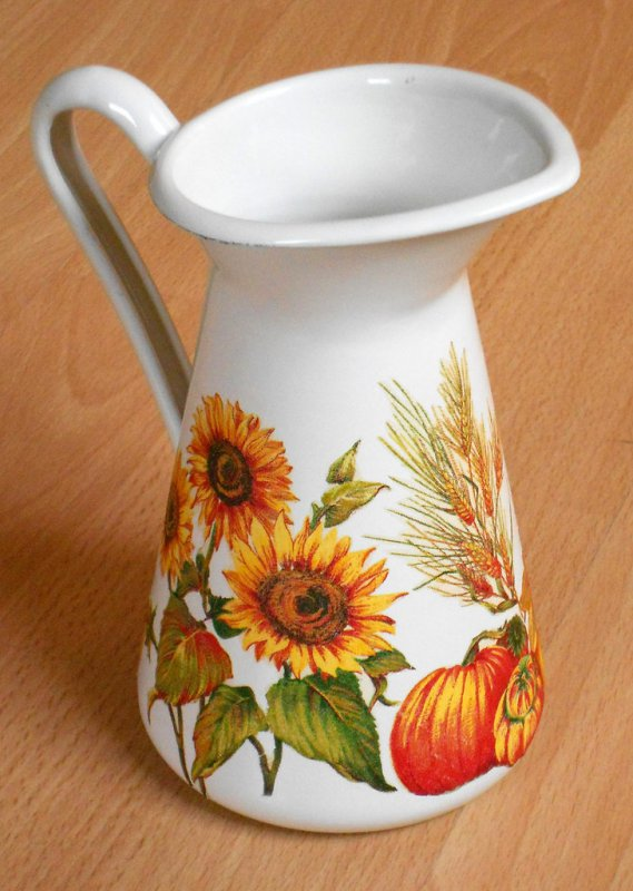 romantic emaille vase sunflowers