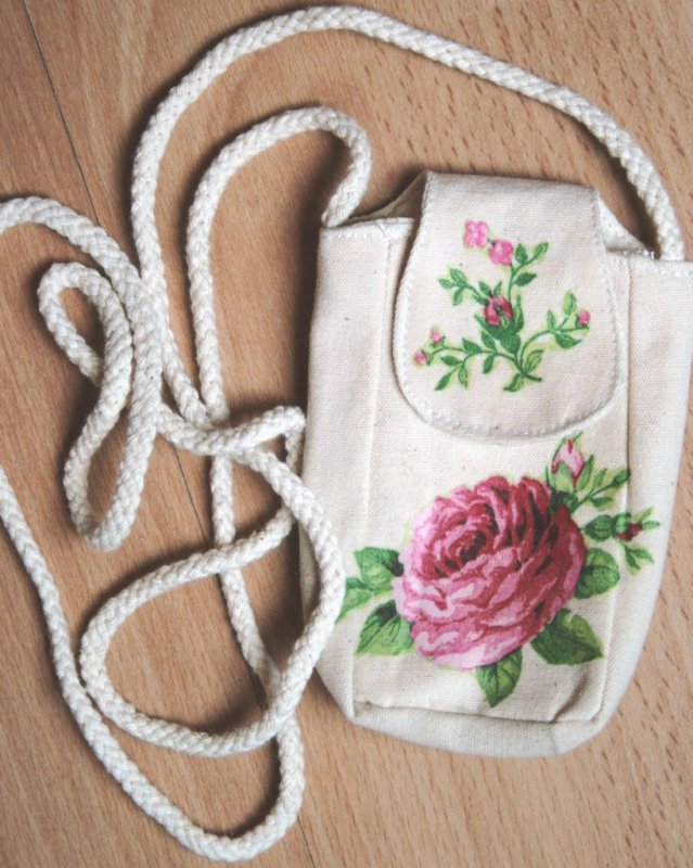 romantic mobile shoulder bag roses