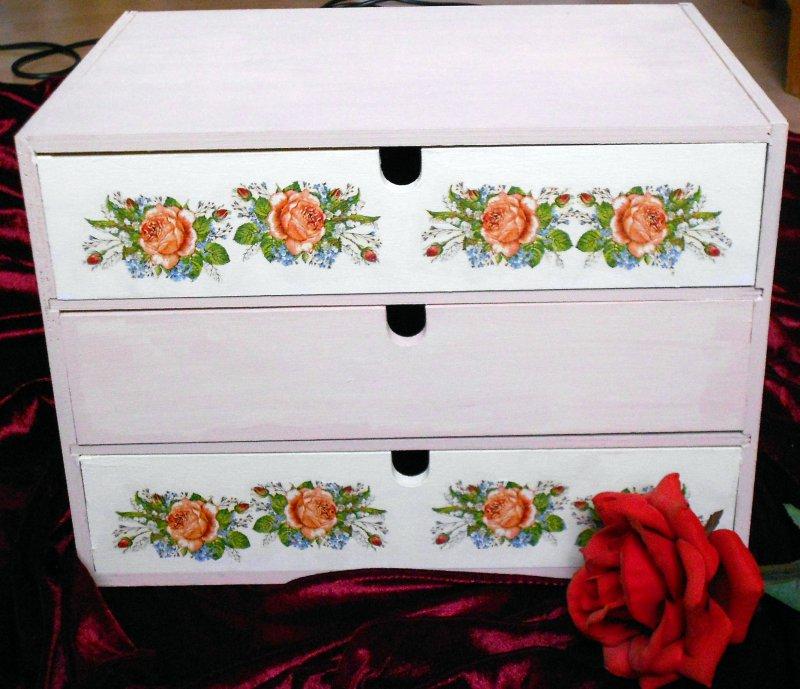 romantisches Rosen Schubladenschränkchen shabby chic Stil