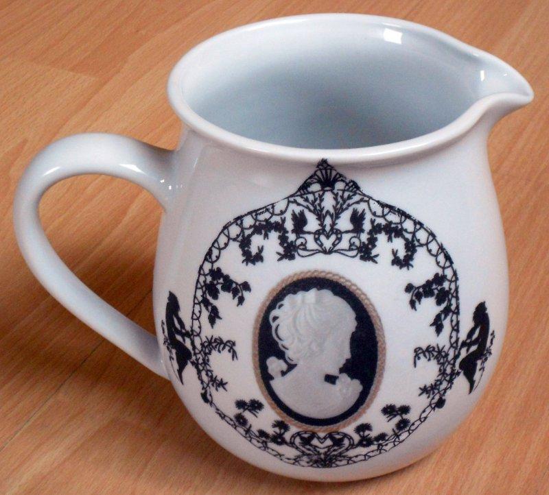 romantic and elegant porcelain mug cameo