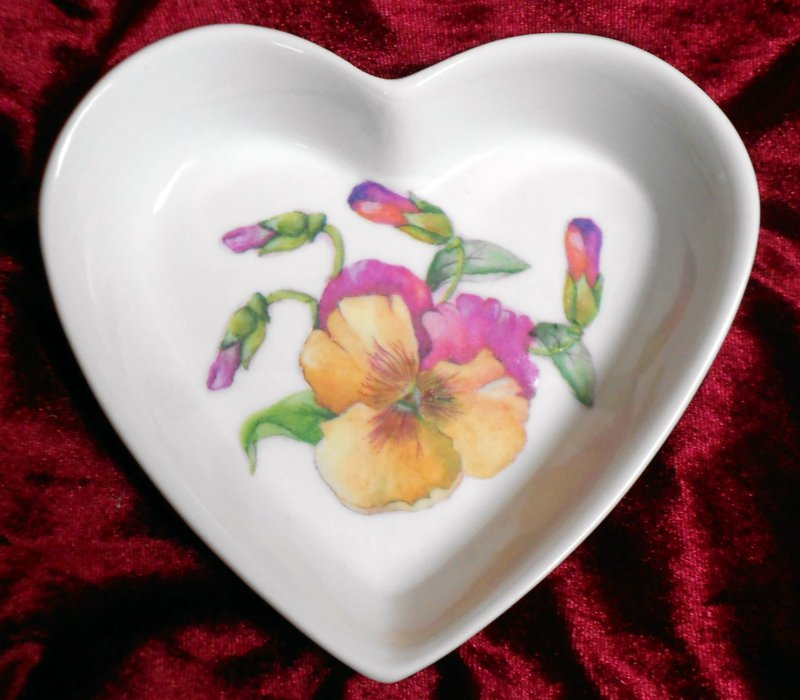 cute heart porcellain dish pansy