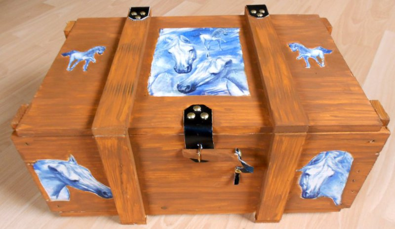 nice chest with horses