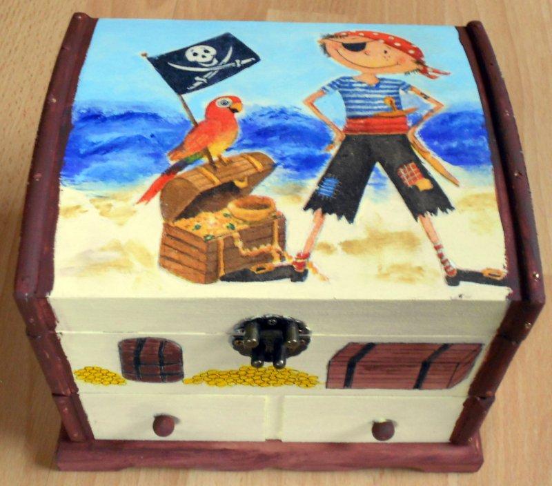 coole Holztruhe kleiner Pirat