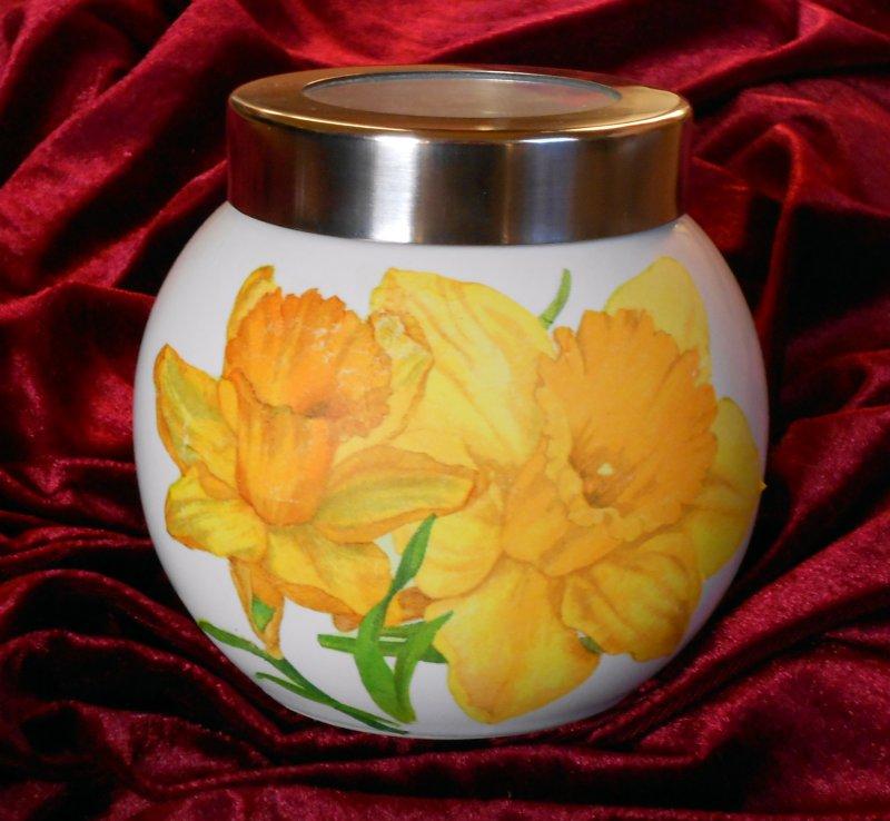 beutiful hoard box daffodils