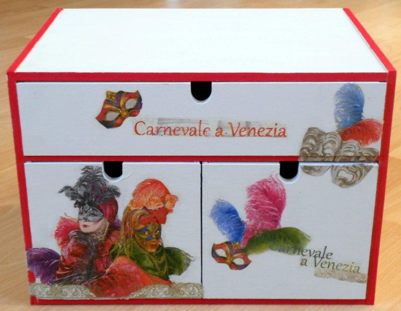 verspieltes Schubladenschränkchen Carneval da Venedig