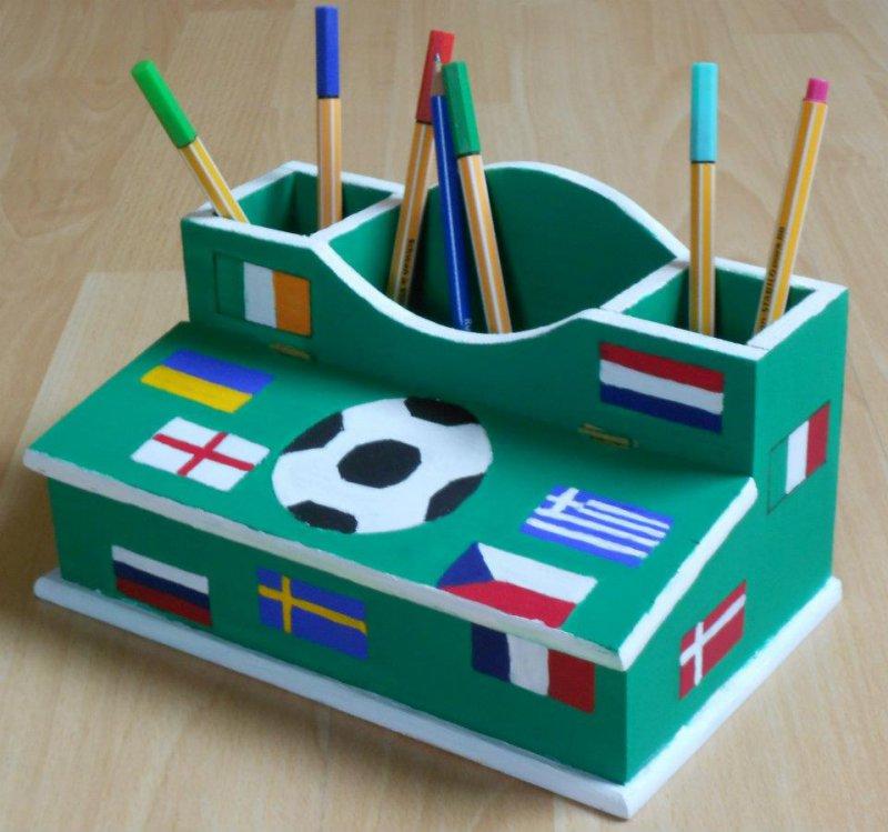 Utensilo - / Stiftebox Fussball- Flaggen
