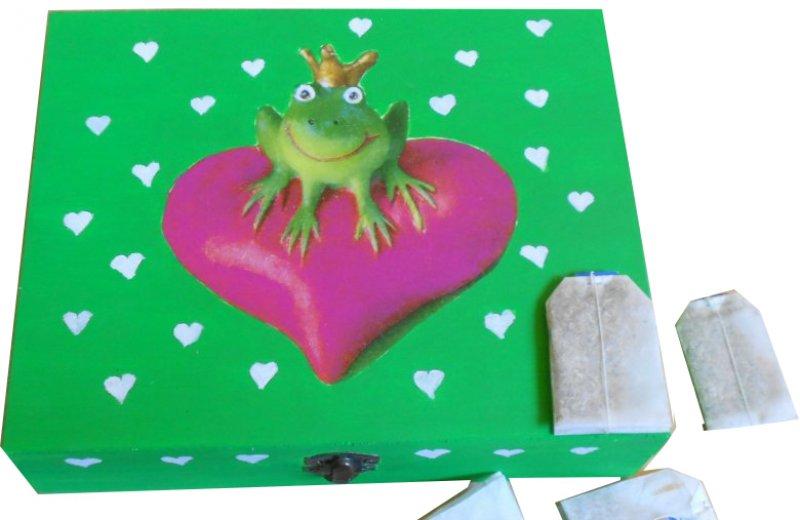 lustige Teebeutelbox Frosch mit Krone auf großem Herz