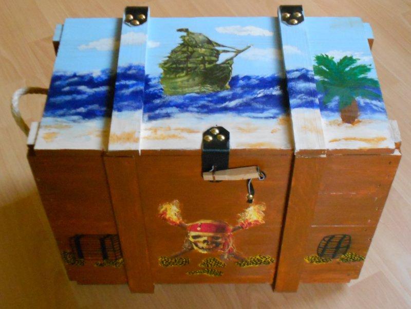 coole Spielzeugtruhe - Holztruhe Piraten auf Kaperfahrt
