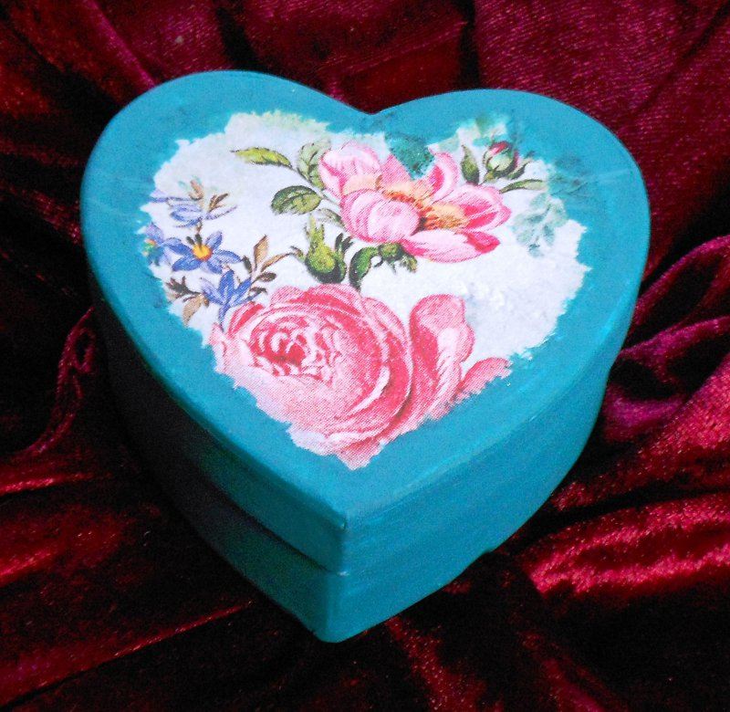 nice papermache heart box roses