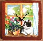 hübsche Wanduhr Katze am Fenster