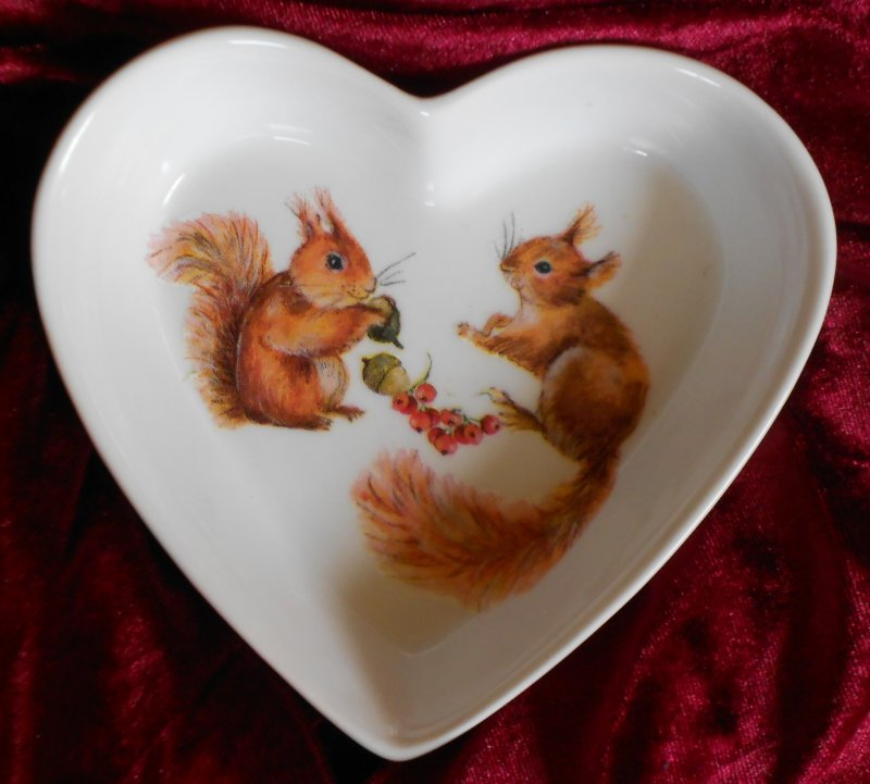 cute heart porcellain dish beautiful squirrel