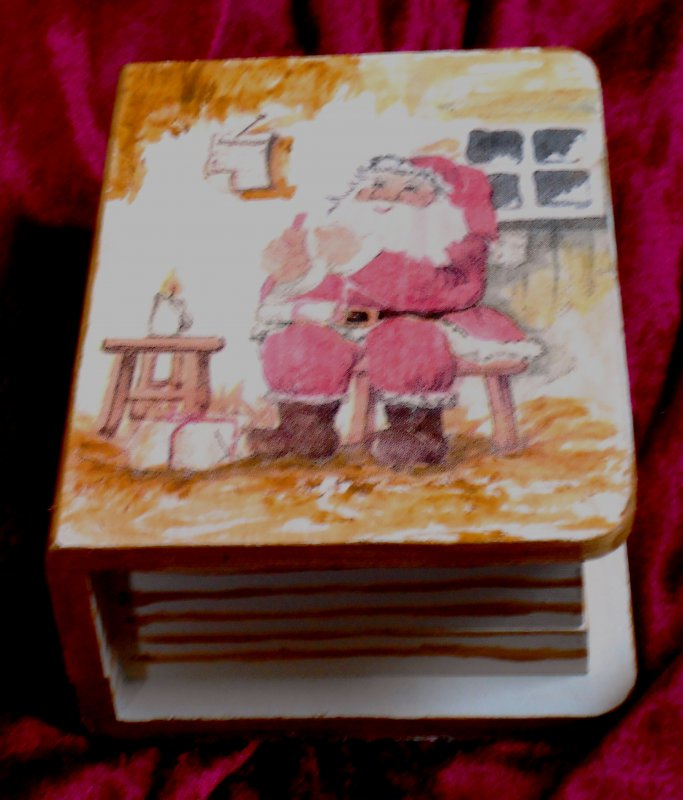wonderful christmas box santa clause in his house
