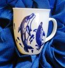 hübscher Porzellan Kaffeebecher Delfine