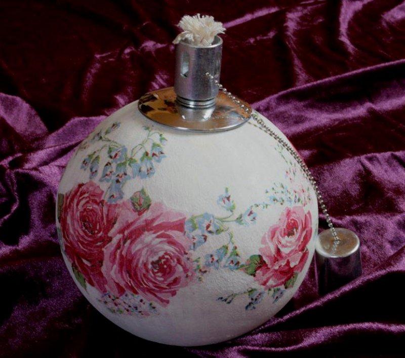 florale Kugelfackel Rosen und Glockenblumen