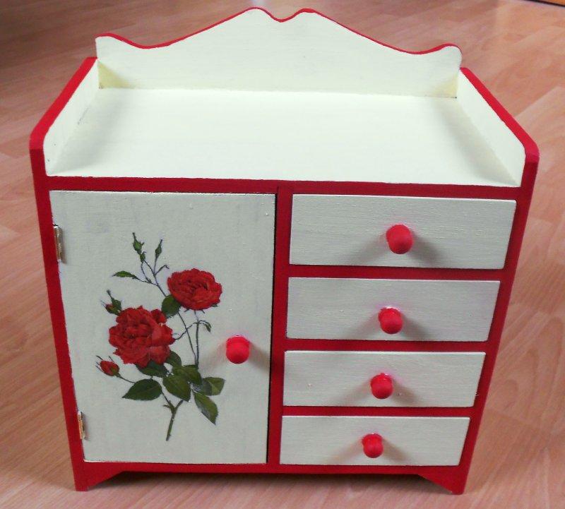 edel romantisches Schränkchen rote Rosen