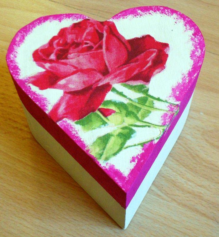 beautiful heart gift box romantic roses