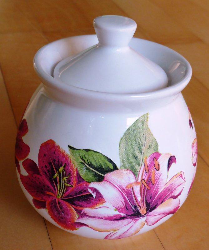 wunderschöne Porzellan Zuckerdose Lilien