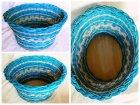 Mediterraner ovaler geflochtener Obstkorb mit blauem Peddigrohr und naturfarbenem Muster